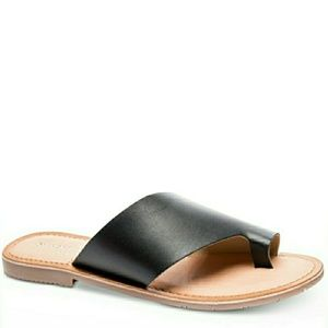 🆕️Chinese Laundry Toe Loop Thong Leather Sandals